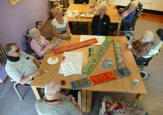 Bewoners Molenberg maken artwork, foto PR Openluchttheater Eibergen, Raph Schouten